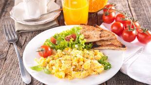 Jedzenie śniadań powoduje zwiększenie aktywności fizycznej