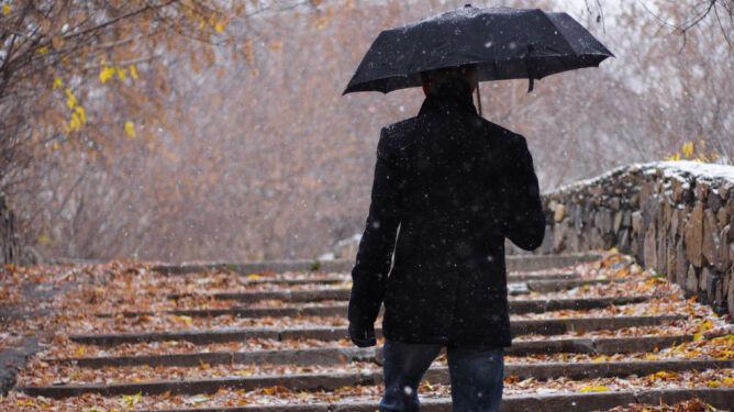 Prognoza pogody na dziś: w połowie kraju deszcz i deszcz ze śniegiem