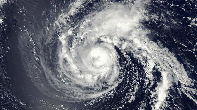 Burza tropikalna Florence przybiera na sile. Zagraża USA